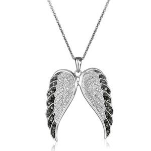 Jewelry - ✨✨New ✨✨Angel Wings Necklace✨✨